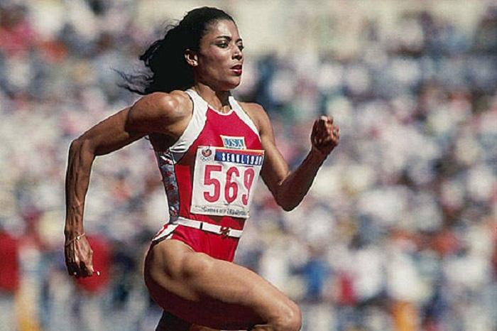 На Олимпийских играх в Сеуле в 1988 году выиграла золотую медаль Флоренс Гриффит-Джойнер в беге на 200 метров за 21,34 секунд.