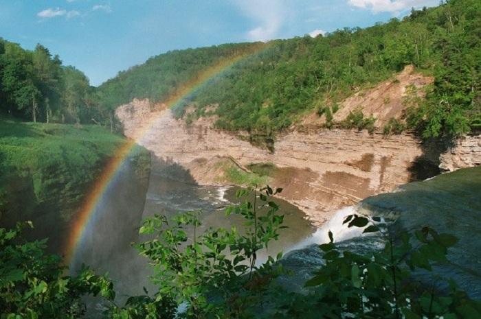 Парк славится большим количеством великолепных водопадов.