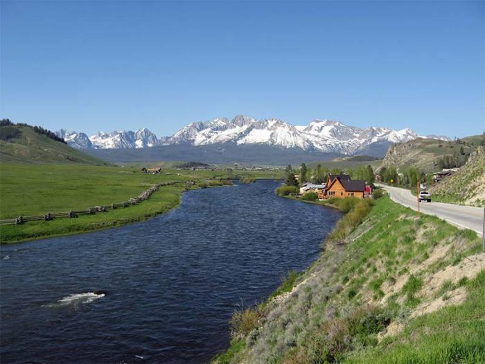 В этом парке огромное количество рек, горных лугов , озер и лесов.