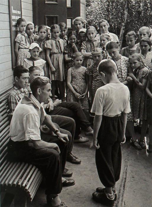 Воспитательный процесс в детском лагере.