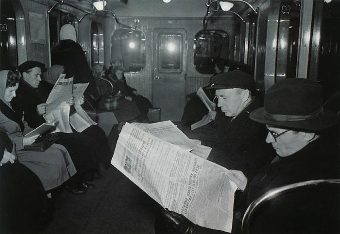 Пассажиры в столичном метро после трудового дня.