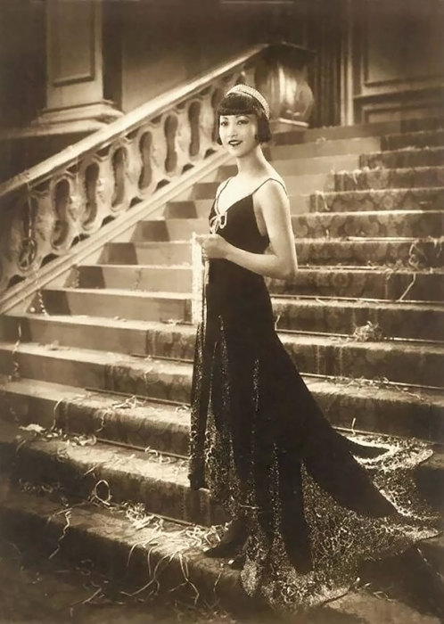 Первая американская актриса китайского происхождения, которая добилась международного признания.