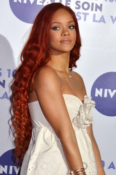 Рианна не носит парики и всегда появляется на публике только со своими натуральными волосами.
