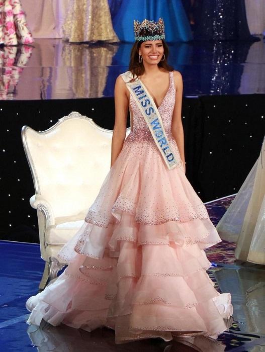 Пуэрто-риканская модель и певица, победительница конкурса «Мисс Мира» 2016 года.