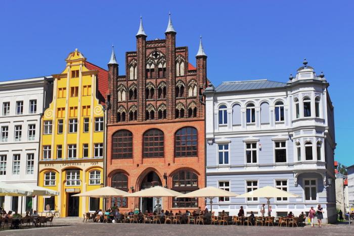 Не по-немецки суровый северный город, исключительно культурного значения. Север Германии Север Германии stralsund