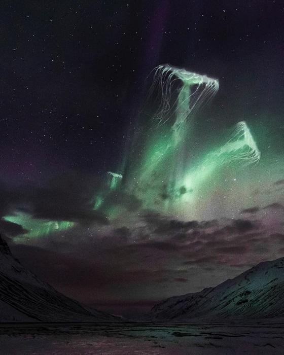 Космические гостьи, путешествующие по звездным просторам.
