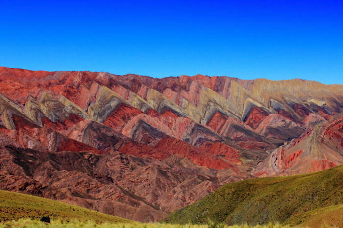 Радужные горы получили свою окраску благодаря редкому составу минералов.