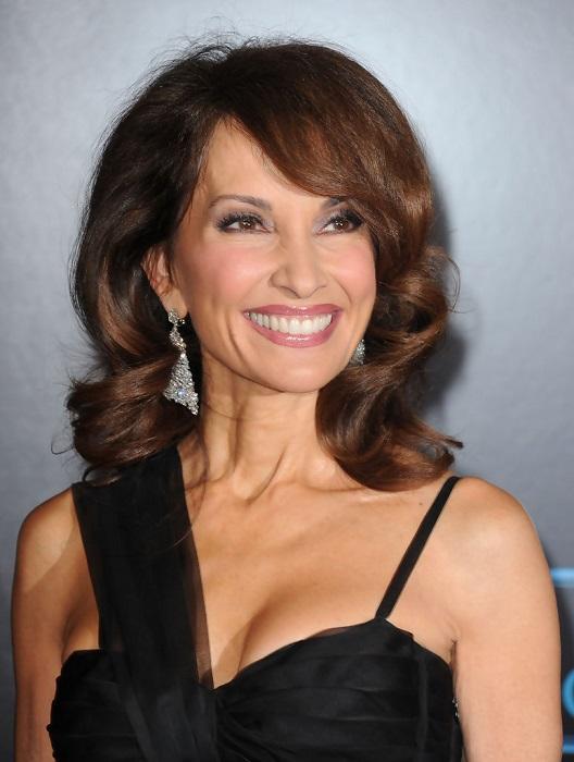 Американская актриса и телеведущая уже более 30 лет занимается пилатесом и находится в превосходной форме.