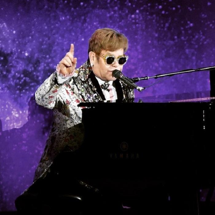 Британскому певцу, пианисту и композитору пришлось отменить два концерта, чтобы посетить торжественную церемонию бракосочетания принца Гарри.