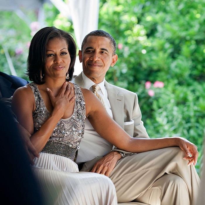Несмотря на давнюю дружбу, экс-президент США и его супруга не получили официального приглашения на свадьбу во избежание дипломатического скандала.
