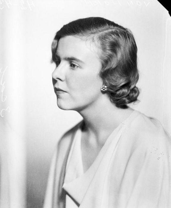 Короткие стрижки с волнистой укладкой были в моде плоть до 1940-х годов.