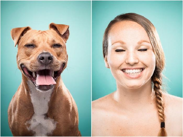 Улыбающаяся Кируна и ее собака Майя.