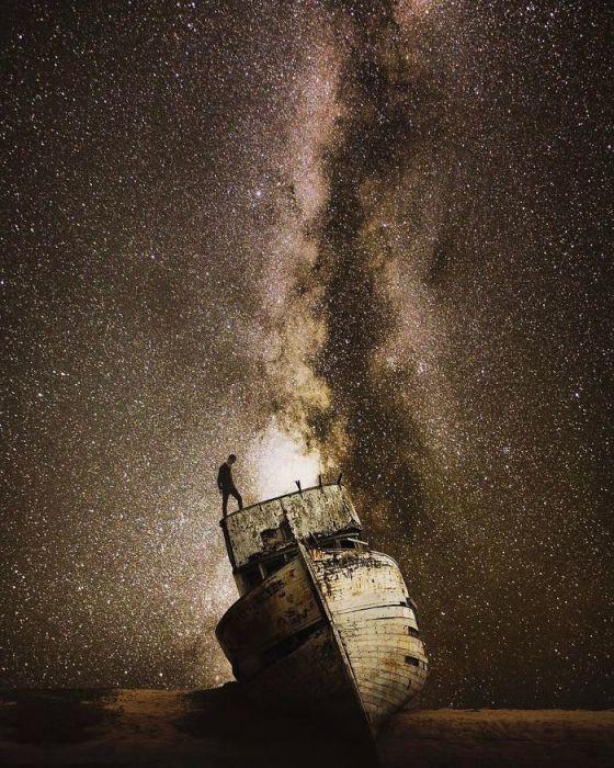 Последняя остановка древнего судна, оставшегося в неизвестных песках космического океана.