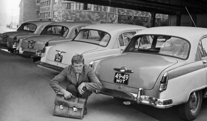 Наличие собственного автомобиля говорило о состоятельности человека, а марка машины позволяла определить степень его дохода.