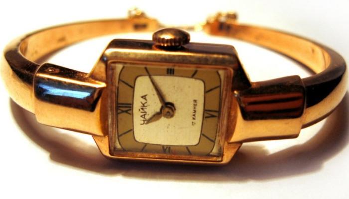Изящные женские часы «Чайка» выпускали сравнительно небольшим тиражом, достать такие было удачей.
