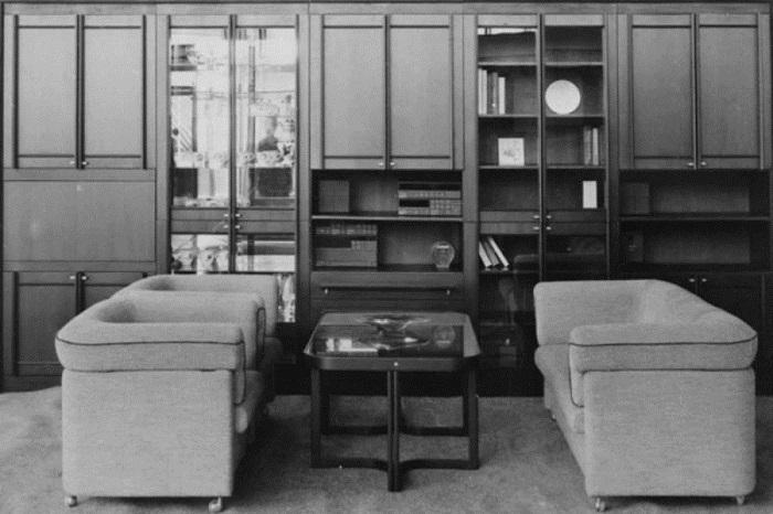 Качество югославских «стенок» было очень высокое, поэтому их умудрялись встроить даже в самую маленькую квартиру, поскольку иметь такую мебель в доме было очень престижно.