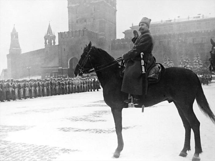 Маршал Советского Союза С.М. Будённый на Красной Площади в ноябре 41-го года.