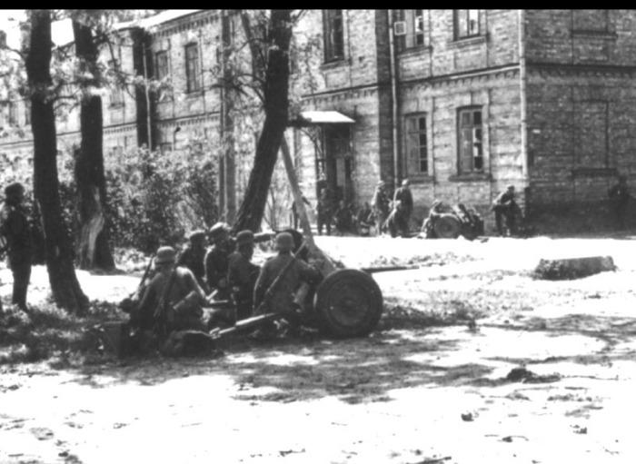 Осада Бреста немецкими войсками в июле.