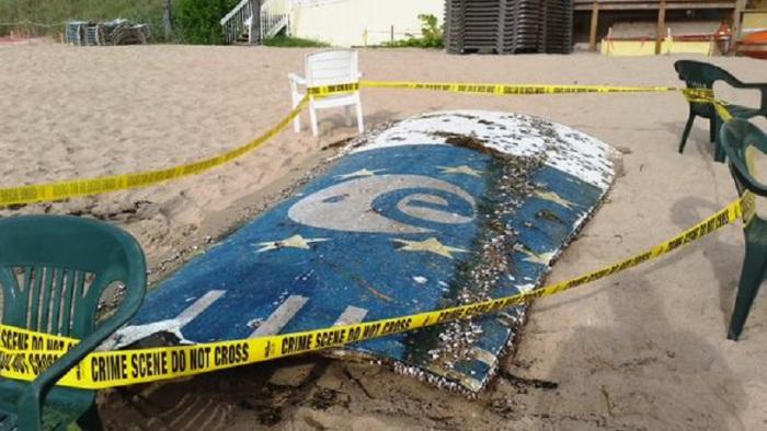 Это большая часть того, что власти считают ракетой Галилео, которая являлась совместным проектом спутниковой системы навигации Европейскогосоюза и Европейского космического агентства. Запчасть найдена на пляже в Форт-Лодердейл, штат Флорида.