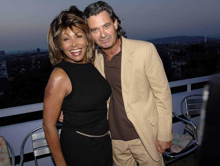 Известная американская певица и танцовщица вышла замуж за немецкого продюсера после 28-ми лет совместной жизни.