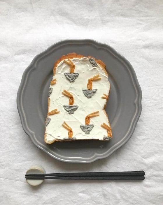 Конечно же, фуд-стилист не смог оставить без внимания традиционное японское блюдо с лапшой и курицей.