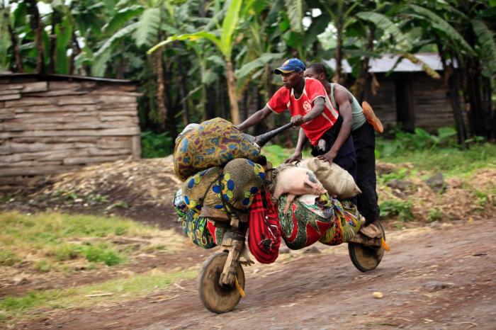 И снова местные грузоперевозки, но теперь уже на деревянном транспорте собственной сборки.