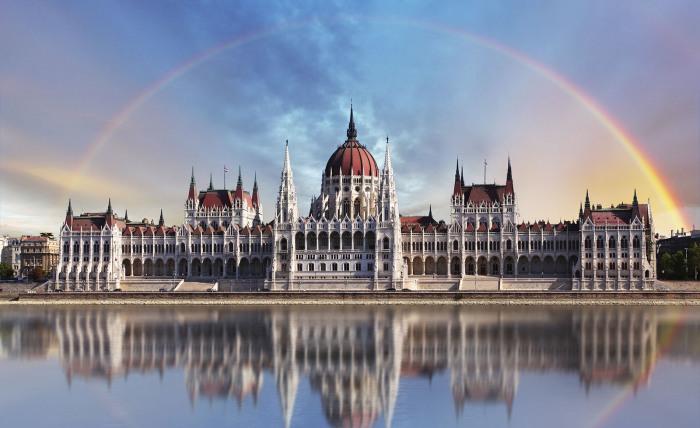 Занимает одно из главных мест среди самых красивых городов мира.