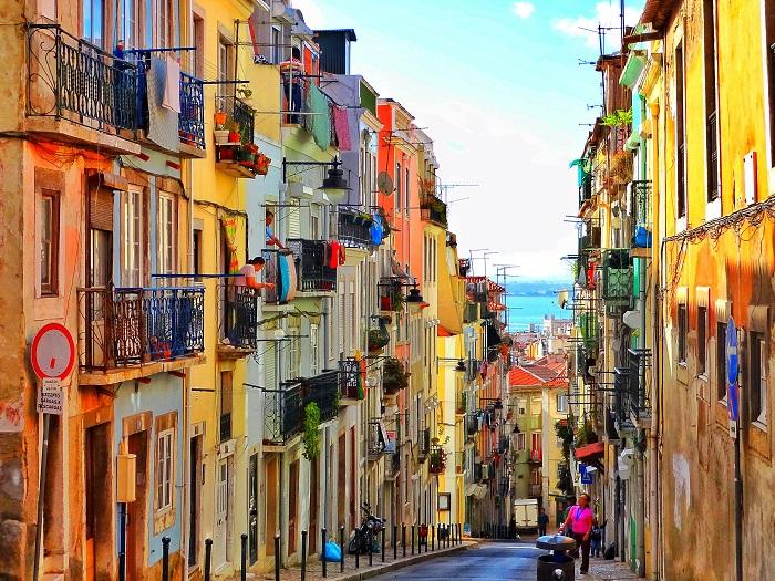 Город со своим колоритом и особым духом, сочетающий средневековую и мавританскую архитектуру.