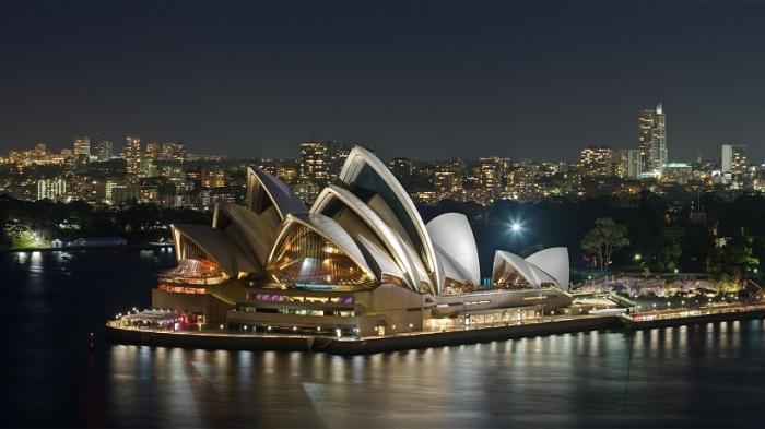Крупнейший город Австралии — яркий пример удачного сочетания современных небоскребов со старинными зданиями.