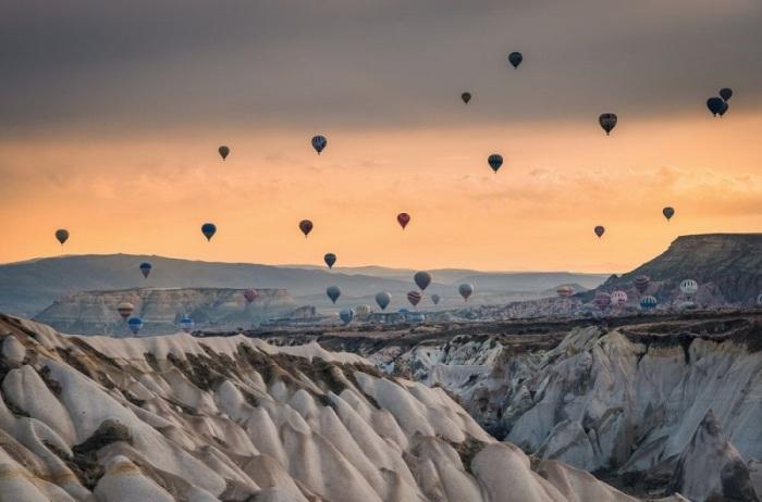 Прогулка на воздушном шаре над Каппадокией – исторической областью на территории современной Турции.