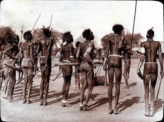 Фрагмент ритуального танца представителей народности динки.