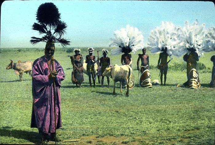 Танцевальный фестиваль, устроенный королем Амимо.