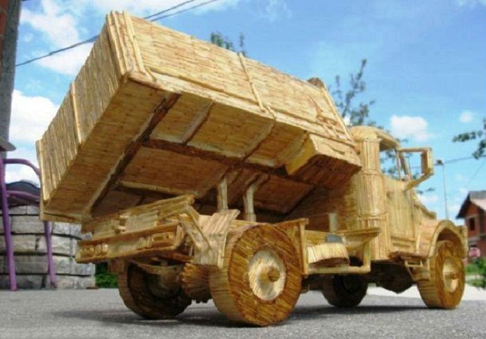 Автомобиль, предназначенный для перевозки грузов.