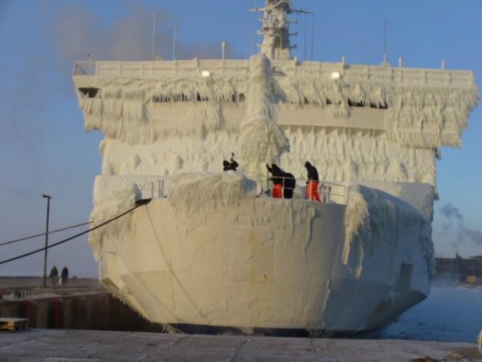 Очень трудоемкая и кропотливая работа приходится на работников портов.