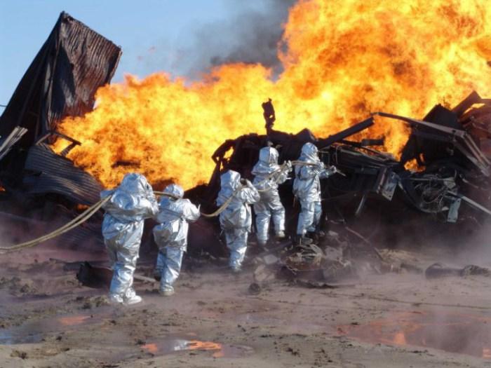 Самое главное не допустить распространение огня дальше по периметру.