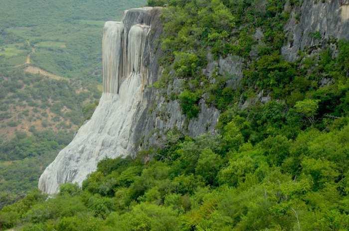 Каменный водопад в Мексике - «кипящая вода».