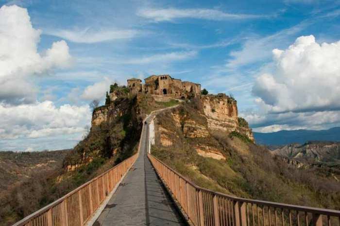 Один из самых загадочных итальянских городов, возраст которого превышает 2,5 тысячи лет.