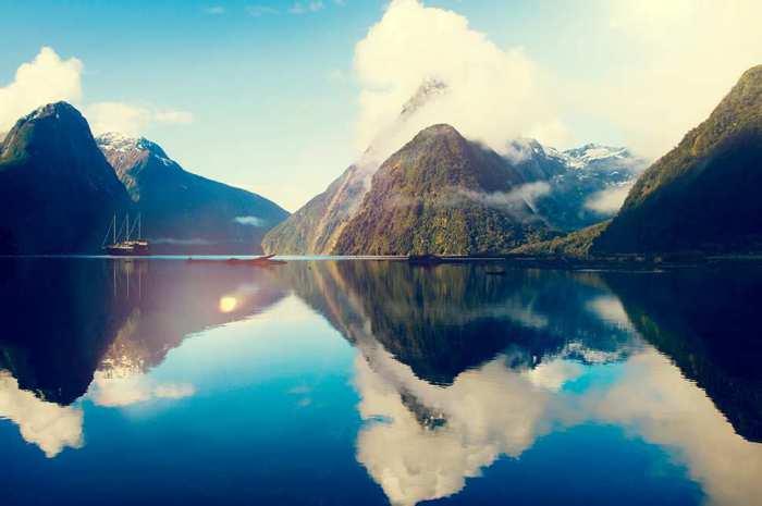 Один из доступных для посещения фьордов Национального Парка Южного Острова.