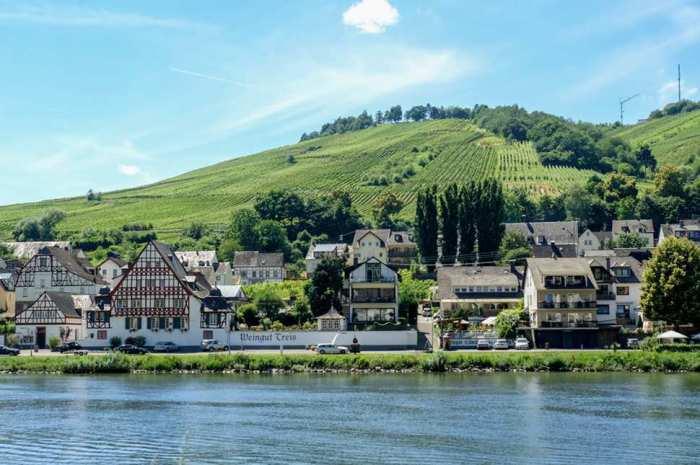Писпорт пользуется популярностью уже давно благодаря красивым лесным пейзажам, винодельням и реке Mösel.
