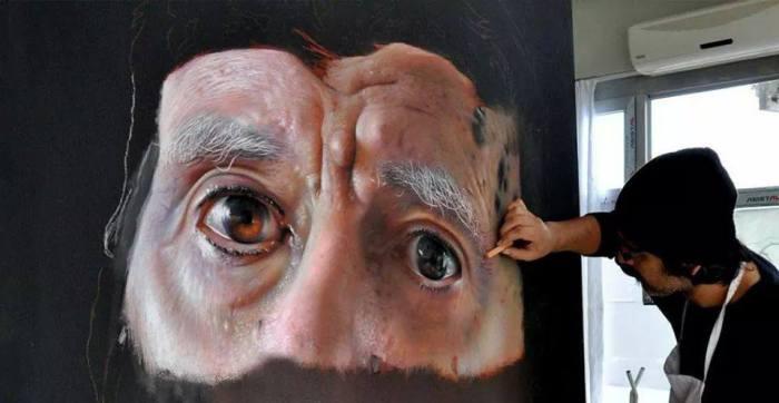 Мужчина с открытым взглядом карих глаз.