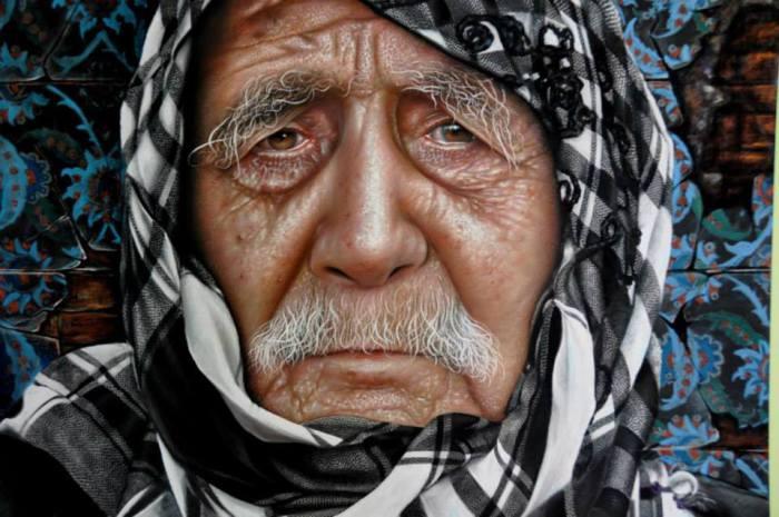 Сириец в черно-белом клетчатом платке.