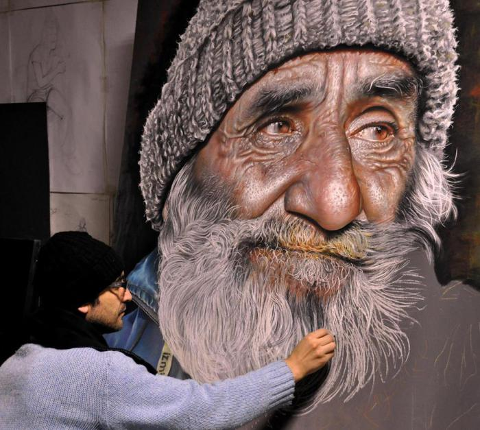 Бездомный мужчина, который ищет приют.