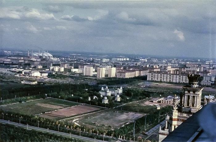 Зрелищный вид на восток с Главного здания Московского государственного университета имени М.В.Ломоносова.