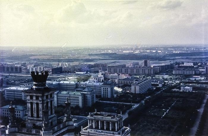 Прекрасный вид на запад с самой  высокой точки Москвы.