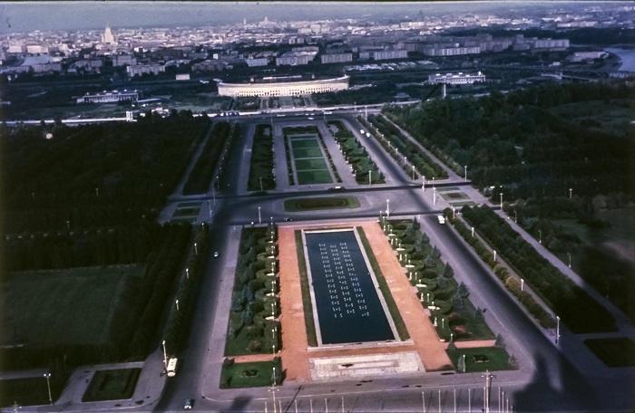 Лужники - один из самых крупных стадионов мира лежит перед нами как на ладони.