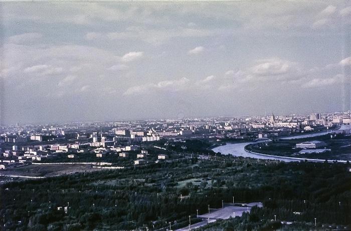 Вид на север с Главного здания МГУ.
