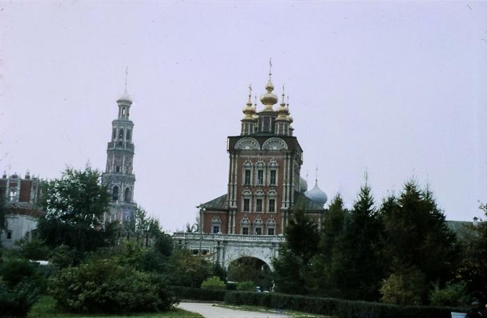 Один из старейших и красивейших монастырских архитектурных ансамблей России.