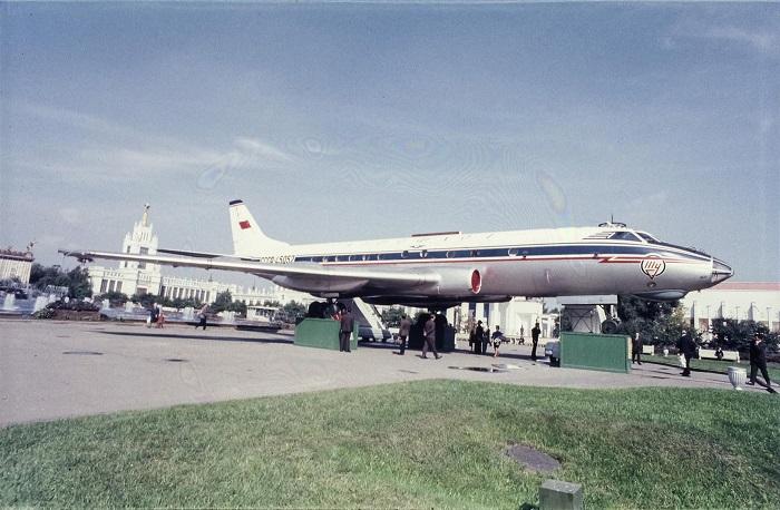 Ту-124Б СССР-45052 в 1966 году установлен, как экспонат, на ВДНХ в Москве, где он простоял до 1973 года.