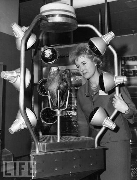 Духовка «Королевское Барбекю» изобретена в 1966 году, прототип киоска с курами–гриль.
