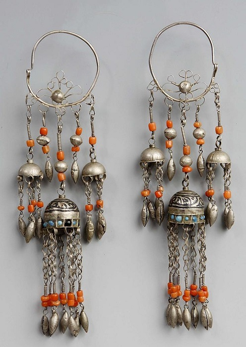 Местом создания данного серебряного ювелирного украшения является Таджикистан.